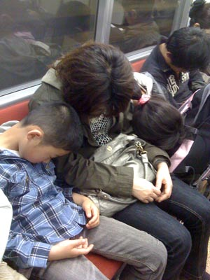 sleeping_family
